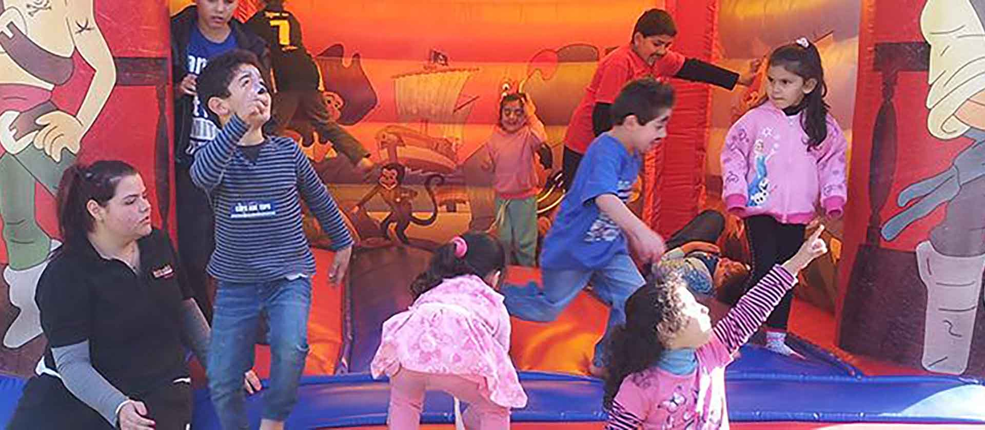 kids-in-jumping-castle